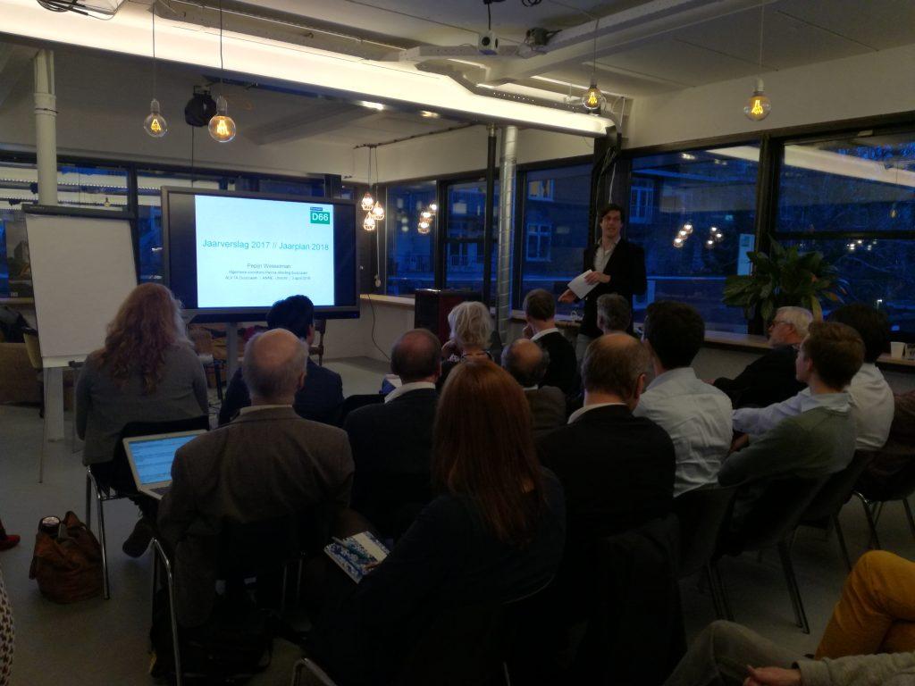 Pepijn Wesselman licht het jaarverslag 2017 en jaarplan 2018 toe
